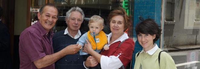 Sisto Malaspina, il primo a sinistra, con Ennio Lombardi e la sua famiglia