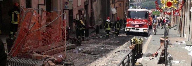 Roma, esplosione a Rocca di Papa: crolla palazzo del Comune, feriti sindaco e dipendenti, grave bimbo