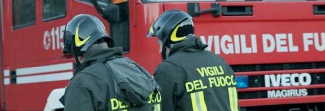 Lascia la tv accesa e la cameretta si incendia: morta bimba di 11 anni