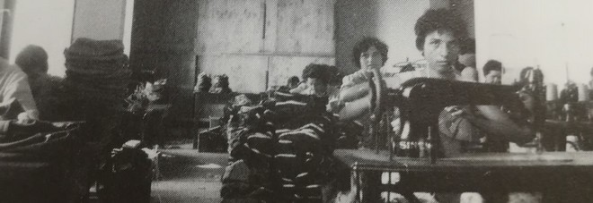 Una fase della lavorazione dei cappelli Doria negli anni '70
