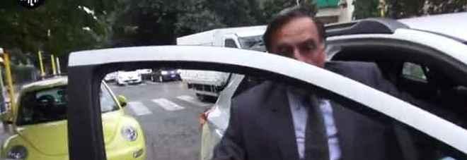 """Il figlio """"assunto"""" alla Camera: il sottosegretario Rossi rimette le deleghe dopo servizio Iene Video"""