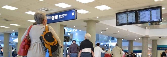 Ue: «La compagnia rispetti le regole» Pioggia di rimborsi ai viaggiatori