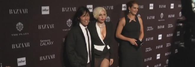 Lady Gaga zittisce gruppo che chiacchierava durante il suo show