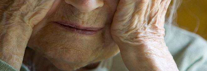 Lei ha 88 anni, lui 25: la donna spende 100mila euro e la loro storia d'amore finisce in tribunale
