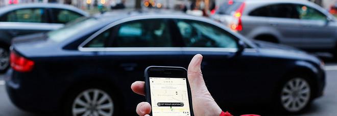 Scappa con l'amante e chiama Uber: come autista trova il marito