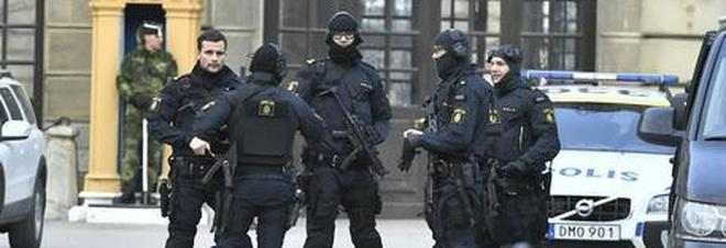 Stoccolma, esplode ordigno fuori dalla stazione della metro: un morto e un ferito grave
