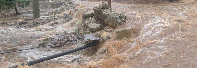Temporali e bombe d'acqua, il maltempo non dà tregua alla Puglia. Scuole chiuse a Taranto e provincia, incidenti nel Leccese. La situazione