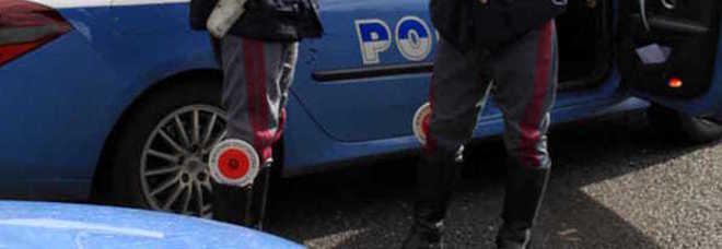 Sequestrati dal boss per un presunto furto di droga: liberati dalla polizia