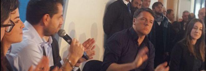 Pd, Renzi a Bari. Sul palco anche operaio Ilva «Dobbiamo provare a rimettere in moto l'Italia»