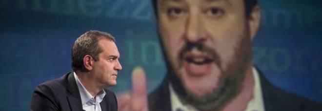 Aquarius, De Magistris attacca Salvini: «Ministro senza cuore, il porto di Napoli pronto ad accogliere»