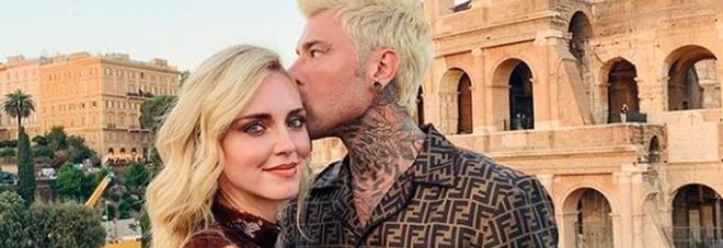Chiara Ferragni e Fedez, foto romantica al Colosseo. Ma i fan notano qualcosa di strano: «Come hai fatto?»
