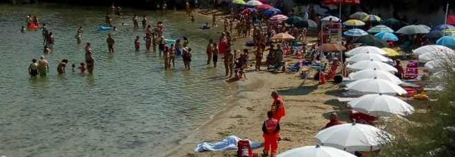 Tragedia in spiaggia: tuffo fatale a Santa Maria al Bagno