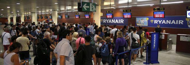 Piloti Ryanair in sciopero: passeggeri pugliesi abbandonati all'aeroporto di Londra
