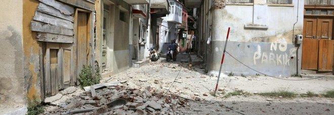 I danni del sisma a Lesbo (Ansa)
