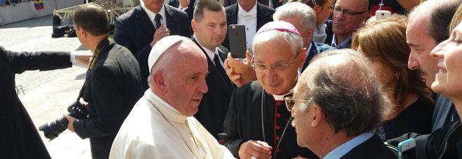 Il sindaco Ippazio Stefàno e monsignor Filippo Santoro ricevuti da Papa Francesco in piazza San Pietro