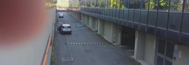 Uomo si è suicidato buttandosi dal terrazzo del palazzo della Telecom