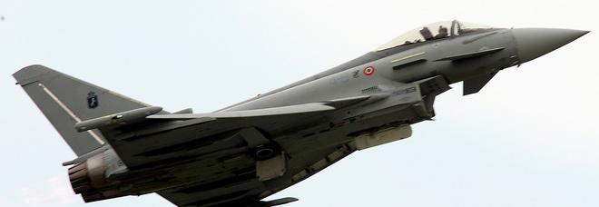 Roma, aereo decollato da Urbe perde contatto radio: caccia Eurofighter vola a intercettarlo