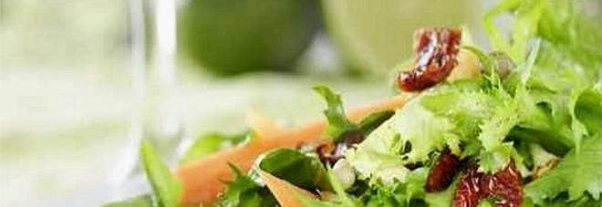 Genova, trovano un topo morto nella busta dell'insalata: marito e moglie sotto antibiotici