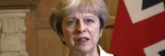 May: attacco giusto e leale contro armi chimiche. Corbyn: le bombe non portano pace
