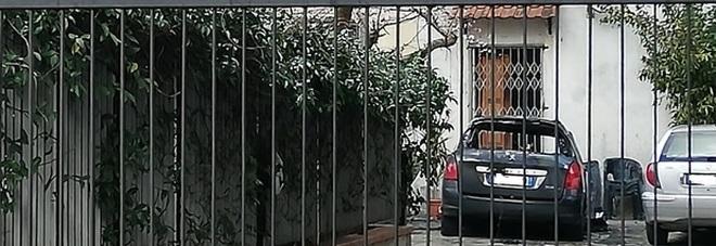 Mamma investe figlia con l'auto nel cortile di casa: muore bimba di un anno
