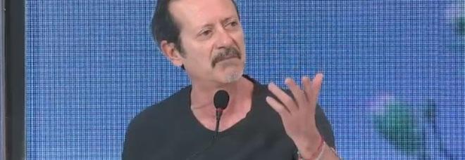 Rocco Papaleo attacca Belen Rodriguez: «Quando facemmo Sanremo mi rivolse la parola solo sul palco»