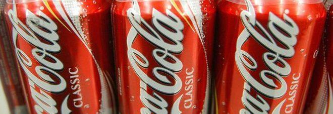 Verme nella lattina di Coca Cola, ragazzina di 12 anni ricoverata in ospedale