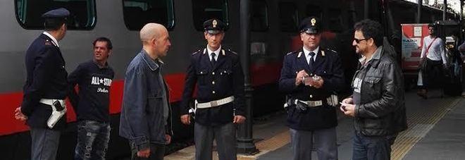 Rissa a bordo del regionale, due poliziotti feriti