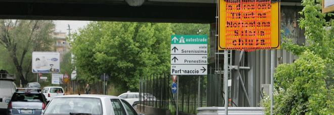 Roma, allarme sulla Tangenziale accertamenti su un cavalcavia nel tratto tra l'A24 e la Salaria