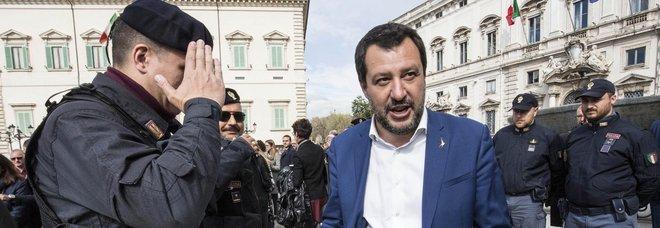 Pistola elettrica, Salvini: «Da giugno sarà in dotazione alle Forze dell'Ordine»
