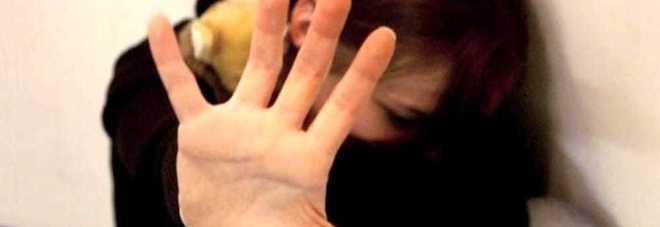 Roma, massacra di botte la figlia di 4 anni: arrestata, bimba ricoverata