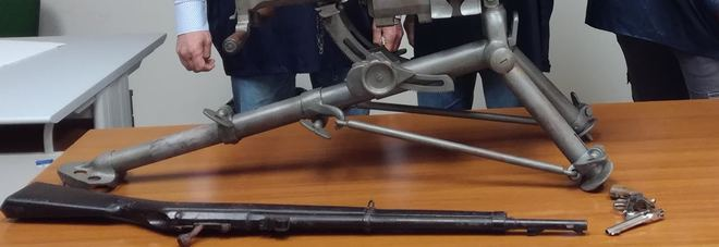 Taranto, in pineta spunta un mitragliatore