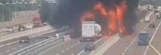 Esplosione Bologna, la dinamica dell'incidente: l'autocisterna tampona e scoppia