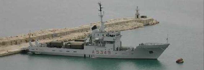 La nave militare Caprera