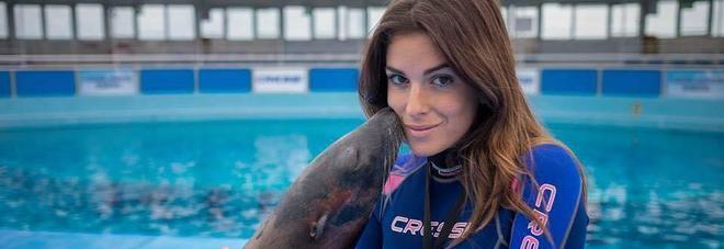 Sfregiata con l'acido, decine di messaggi per Miss Romagna su Fb