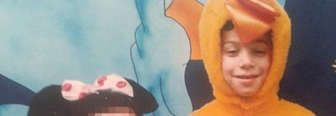 Bimbo di 7 anni trovato morto in casa, la sorella di 8 è gravissima: interrogati i genitori