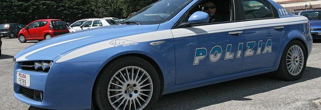 Poliziotta ruba gioielli sequestrati e li rivende ai compro oro: agente nei guai