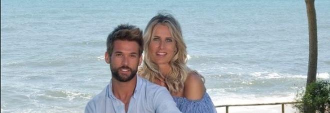 Temptation Island 2019, Nicola e Sabrina arrivano mano nella mano: «L'amore vince su tutto»