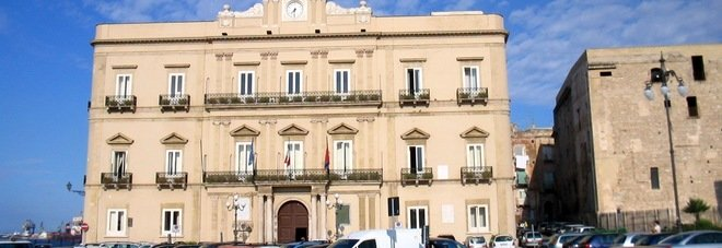 Il ministro Calenda a Palazzo di città per incontrare il sindaco Melucci: possibile il ritiro del ricorso al Tar