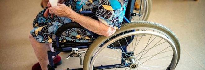 Donna invalida abbandonata, denunciato il figlio