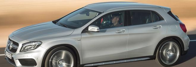 La nuova Mercedes GLA AMG durante la prova su strada