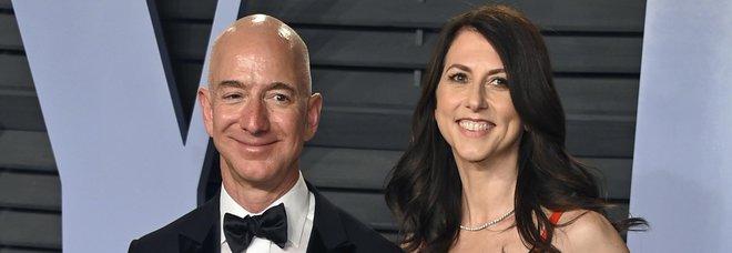 Amazon, Jeff Bezos divorzia dalla moglie dopo 25 anni: ora potrebbe perdere il titolo di uomo più ricco al mondo