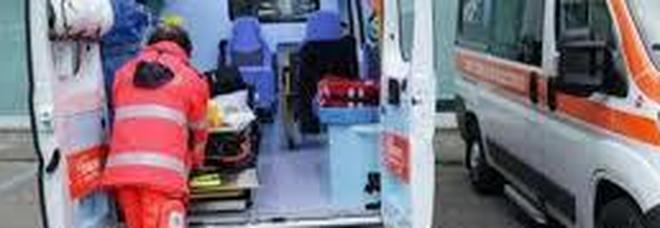 Schianto tra scooter e auto, muore un 33enne. Due feriti