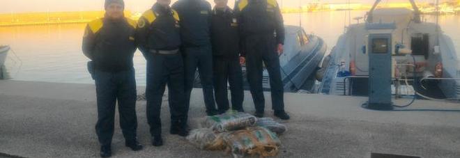 Droga, due tonnellate di marijuana nelle acque del Gargano