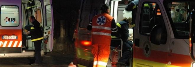 Operatore del 118 ferito da una bottigliata