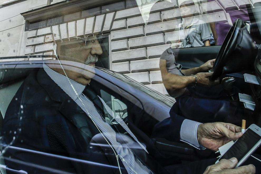 No vax protestano a montecitorio aggrediti 3 deputati pd for Deputati del pd