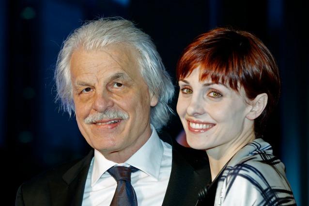Michele Placido mollato dalla moglie giovanissima: